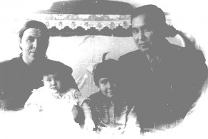 18. Папа и Мама с Алтын и Алией