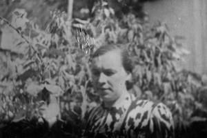 25. Евгения в саду дома