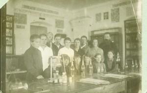 4. Студенты  (Евгения вторая справа)