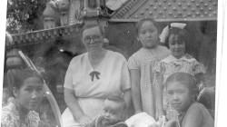 Айша, Мама, внук Сакен, внучка Айгуль дочери Ая и Алтын