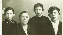 Евгения дети Алия Алтын и Урал