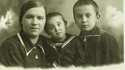 Евгения и дети Соня и Алтай